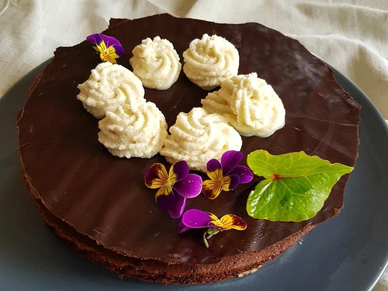 gâteau chocolat chantilly végan fleuri