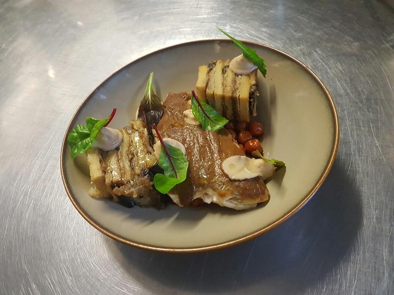 filet de carrelet millefeuille d'aubergine et pois chiche au raz el hanout pour le défi des chefs de Ma cuisine a du sens