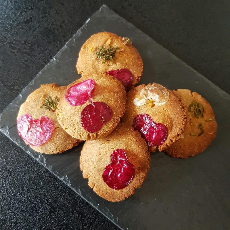 Petits biscuits fleuris au sarrasin sans gluten sans lactose sans oeuf